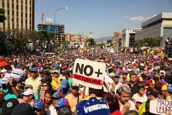En fotos: Decenas de miles de venezolanos marchan pidiendo la salida de Maduro y elecciones libres