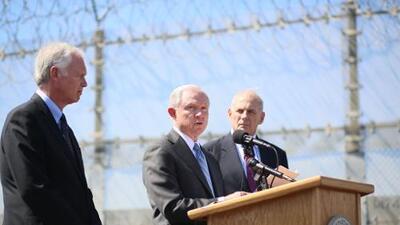 El inminente choque de California y Jeff Sessions por la inmigración y la marihuana