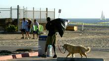 Concejal propone ubicar a desamparados en playas de Los Ángeles