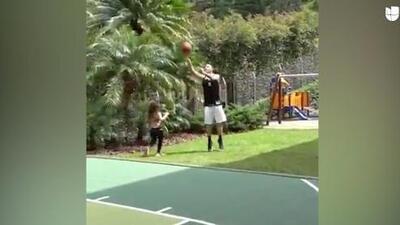 James Rodríguez se viste de LeBron y demuestra su talento como basquetbolista