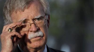 """John Bolton dice que Trump quiere una """"transición pacífica de poder"""" en Venezuela"""