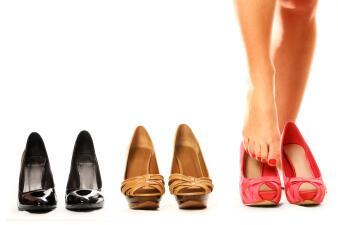 Trucos para aflojar los zapatos nuevos