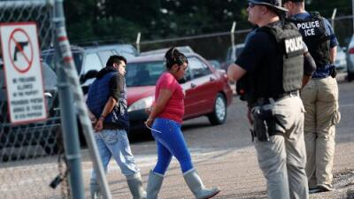 Las cifras de la mayor redada de ICE: 600 agentes federales por medio millón de dólares para arrestar a 680 personas