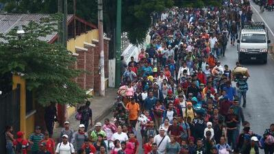 Caravana de migrantes centroamericanos continúa su recorrido por Guatemala a pesar de las advertencias de Trump
