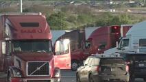 Acusan a ciudadano estadounidense que transportaba a más de 80 inmigrantes indocumentados por la I-10 de San Antonio