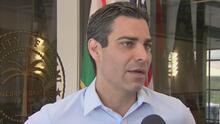 Esto le responde el alcalde de Miami a embajador de Cuba por concierto de Gente de Zona