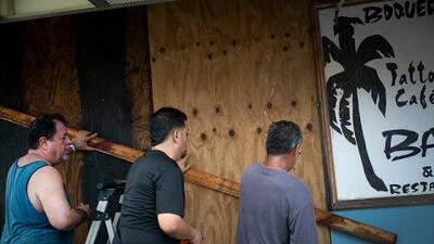 """Dorian gana fuerza a pocas horas de llegar a Puerto Rico y amenaza con """"inundaciones mortales"""""""