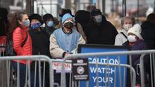 Coronavirus: Gobernador de Illinois lanza un nuevo programa para ayudar a vacunar a más personas