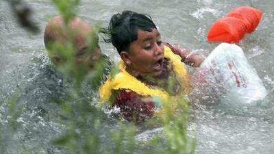 A punto de ahogarse en el Río Grande: el dramático rescate de un niño por un agente de la Patrulla Fronteriza