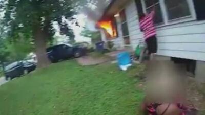 Un policía salva a una abuela y a su nieta de un incendio