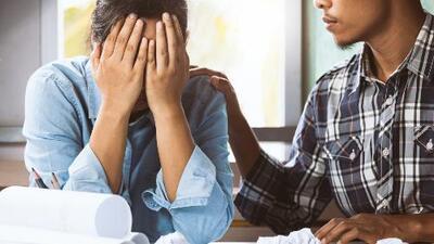 Aseguran que ocho de cada 10 trabajadores lloran en el trabajo por culpa de su jefe o algún colega