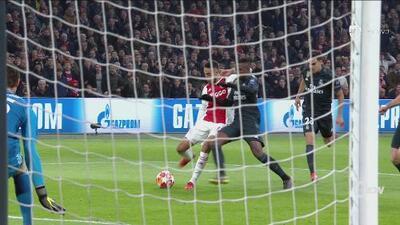 Muy temprano el Ajax asusta al Madrid con este disparo de Noussair Mazraoui