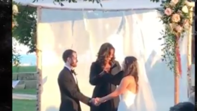 Michelle Obama oficia una boda en Chicago y las imágenes se vuelven virales