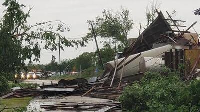 Al menos ocho muertos por el azote de tornados e inundaciones en el sur de EEUU