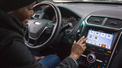 Cómo elegir el mejor sistema de infoentretenimiento cuando compras un carro