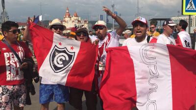 Los peruanos se despiden de Rusia 2018 en fiesta y los australianos aún sueñan