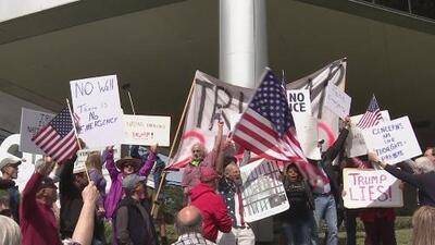 Protestas en Houston a favor y en contra de la declaración de emergencia nacional de Trump