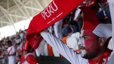 Hinchas peruanos repletan los vuelos a Ekaterinburgo para asistir al juego contra Francia