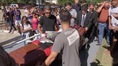 Entre lágrimas y aplausos, el último adiós a Emiliano Sala