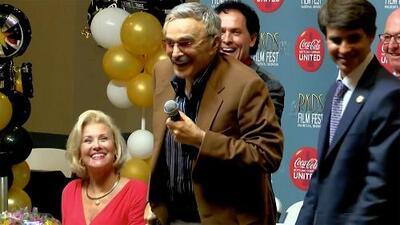 Bromeando y con bastón: esta fue la última aparición pública de Burt Reynolds antes de morir