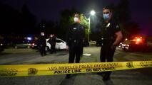 Ante la ola de crímenes en Los Ángeles, vecinos están creando grupos de protección supervisados por la policía