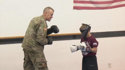 La conmovedora sorpresa de un soldado a su hijo de 9 años al regresar del frente