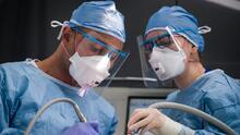 En medio de la pandemia, dentistas vuelven a atender con miedos y dudas