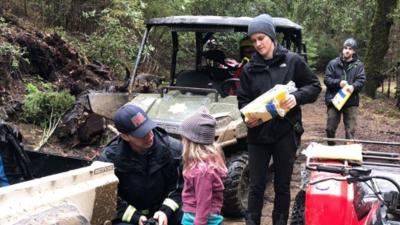 Encuentran a hermanas de cinco y ocho años desaparecidas en denso bosque en California