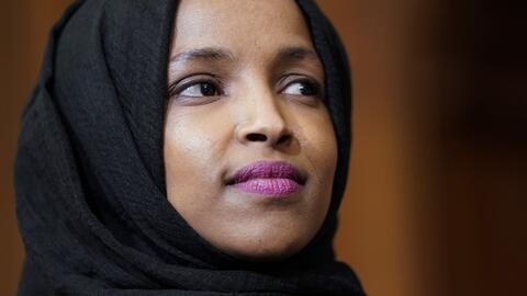 Arrestan al sospechoso de amenazar a la congresista musulmana Ilhan Omar con asesinarla