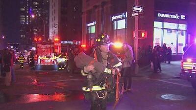 Una vela desata incendio que deja 20 heridos en Manhattan