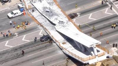 Imágenes del puente peatonal que colapsó en Miami dejando a varias personas atrapadas