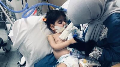 El momento en que la madre a la que se le negaba entrar a EEUU pudo abrazar finalmente a su hijo moribundo