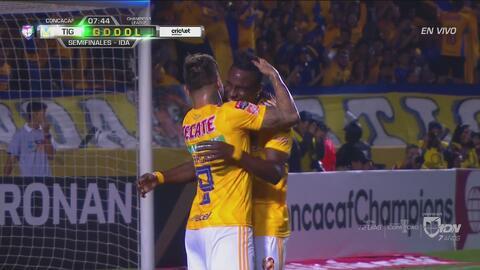 Tigres anota el 1-0 ante los reclamos de Santos por posición adelantada