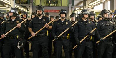 ¿Vale la pena quitarle dinero a la policía para apoyar temas como la vivienda, la educación y la salud?