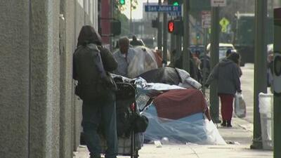 Concejo de Los Ángeles analiza proyectos residenciales para combatir la crisis de la indigencia