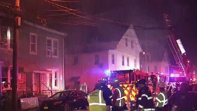Más de 20 personas desplazas tras incendio que consumió varias viviendas en Paterson