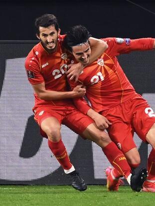 Macedonia hace historia y deja fuera a Alemania con una victoria de 2-1. Los alemanes no quedaban fuera de una justa mundialista desde septiembre del 2001. Gorán Pandev y Elif Elmas le dieron la alegría y sorpresa a los macedonios, ¡increíble!