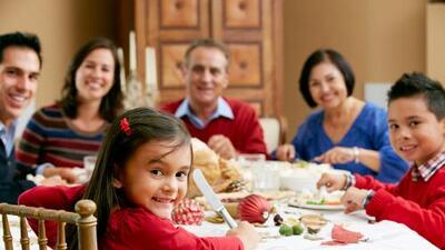 La ciencia lo demuestra: conviene cenar en familia