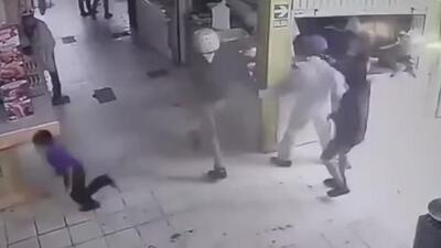 A punta de pistola, ladrones sembraron el pánico en un mercado de Perú