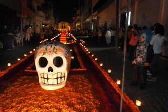 ¿Cómo hacer un altar para el Día de Muertos?