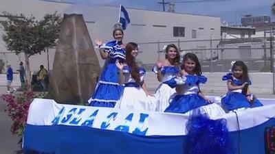 Este domingo se realiza el desfile para conmemorar la independencia de El Salvador en Los Ángeles