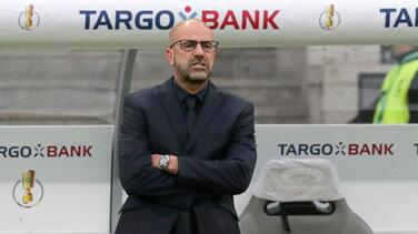 Bayer Leverkusen destituye a Peter Bosz como entrenador