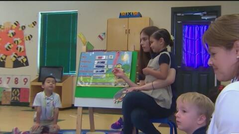 Aprueban propuesta de ley que dará aumento salarial a los maestros en Texas