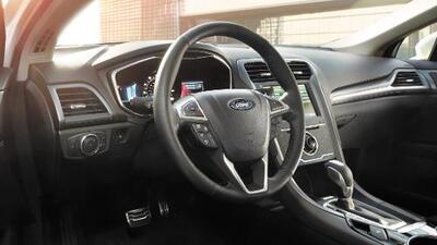 Autoridades investigan al Ford Fusion por riesgo de que su volante se suelte y separe