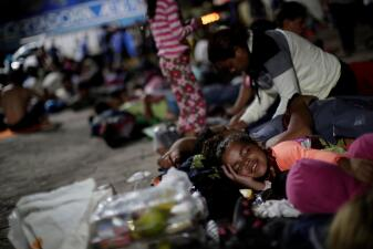 Caravana de migrantes centroamericanos desafía a Trump y sigue camino a Estados Unidos (fotos)