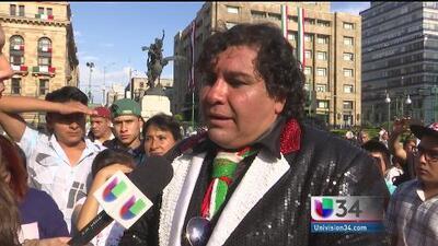 Fans de Juan Gabriel llegan a Bellas Artes para rendirle tributo
