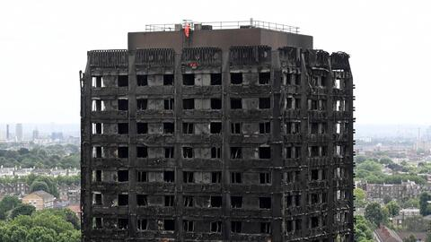 Autoridades de Londres afirman que sube a 30 el número de muertos y se esperan más víctimas