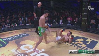 Semis: ¡El 'Gallito' conectó un derechazo al final del round!
