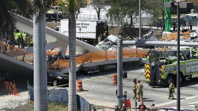 Estudiantes y administradores de FIU regresan a las aulas tras el desplome del puente recién construido en Miami