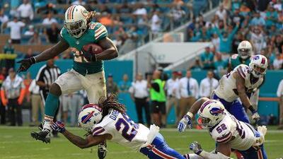 Jay Ajayi corre para 214 yardas en la victoria de los Dolphins 28-25 a los Bills